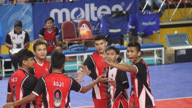 Tim putra DKI Jakarta akan menghadapi Jawa Barat pada laga final Kejurnas Bola Voli Junior di GOR Bulungan, Jakarta Selatan, Kamis (7/11/2019). (foto: PBVSI)