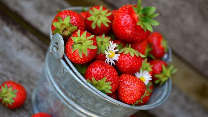 Ilustrasi buah stroberi. /copyright pixabay/congerdesign