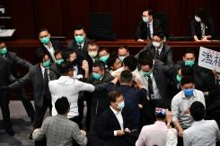 RUU Lagu kebangsaan picu bentrokan baru di legislatif Hong Kong