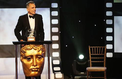 Daniel Day-Lewis pulls an Eastwood, talks to empty chair