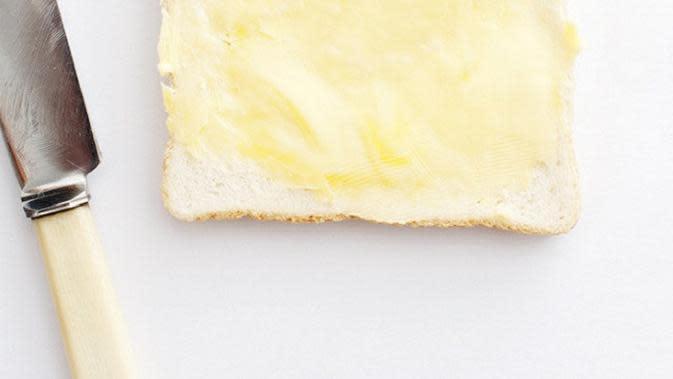 Roti putih dan mentega (Foto: Byrdie.com)