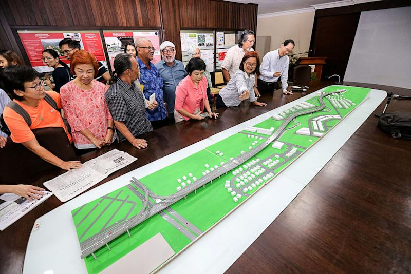 People look at a mock-up during the Pan Island Link (PIL1) Forum at Universiti Sains Malaysia in George Town September 18, 2018. — Picture by Sayuti Zainudin