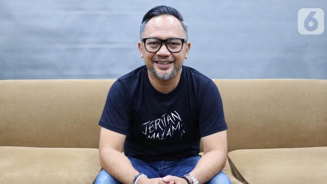 Pemain film Jeritan Malam, Indra Brasco saat mengunjungi Kantor KLY di Menteng, Jakarta Pusat, Jumat (8/11/2019). (Liputan6.com/Marsa Aulia)
