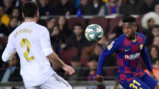Pemain Barcelona, Ansu Fati (kanan). (AFP/Jose Sardon)