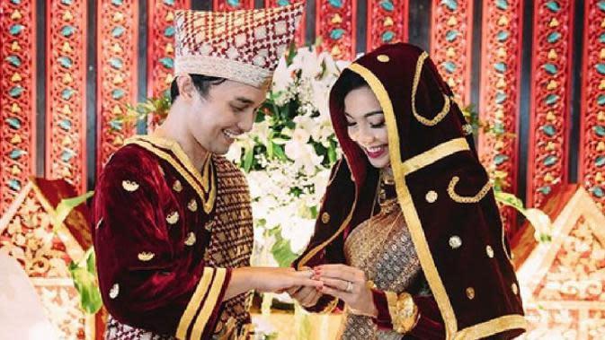 Potret pernikahan Tika Bravani dan Dimas Aditya. (Sumber: Instagram/tikabravani)
