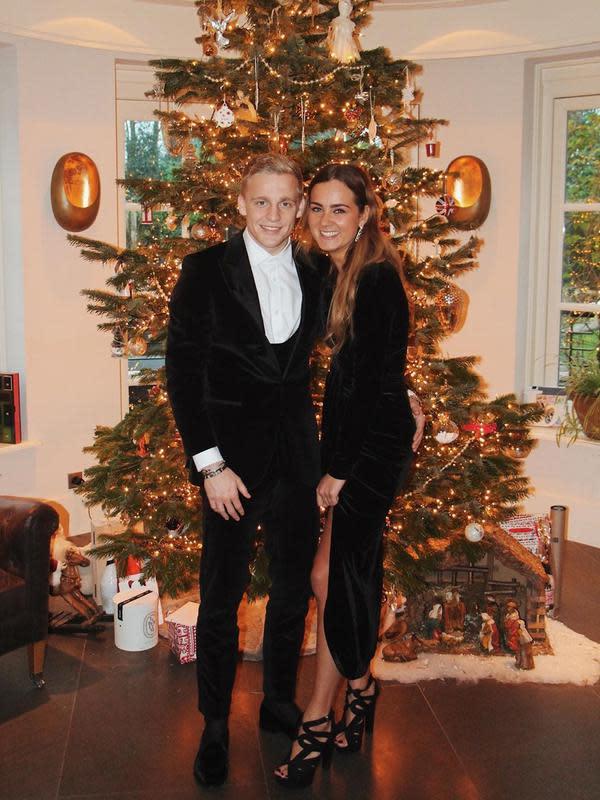 Donny van de Beek dan kekasihnya, Estelle Bergkamp. (foto: instagram.com/estellebergkamp)