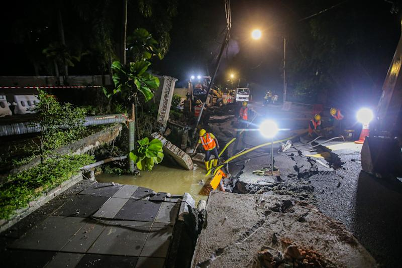 Air Selangor contractors are pumping water from a sinkhole that occurred at Residency 16, Jalan Taman U Thant July 19, 2020. — Picture by Hari Anggara