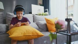 家中斷網兒以死相逼!3C成癮5指標 你家孩童中了嗎?