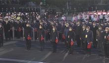 快新聞/蔡英文、柯文哲再度同台零互動 府前元旦升旗戴口罩唱國歌