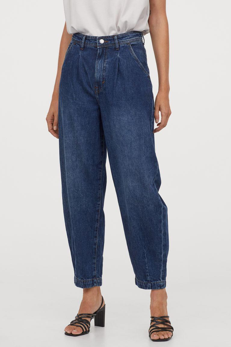Balloon Ultra High Ankle Jeans. Image via H&M.