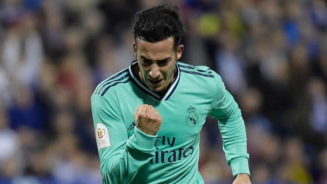 Penyerang Real Madrid, Lucas Vazquez berselebrasi usai mencetak gol ke gawang Real Zaragoza pada pertandingan Copa del Rey (Piala Raja) di stadion La Romareda di Zaragoza (29/1/2020). Real Madrid melaju mantap ke perempatfinal Copa del Rey setelah mengalahkan Zaragoza 4-0. (AFP Photo/Jose Jordan)