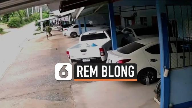 VIDEO: Detik-Detik Rem Blong, Sedan Hancur Ditabrak Truk Pick Up