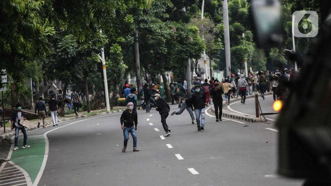 Dipukul Mundur, Massa Demo Berhamburan ke Permukiman Warga di Kwitang