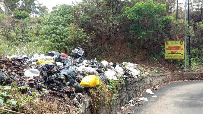 Spanduk dan Kamera Tak Mampu Bendung Sampah