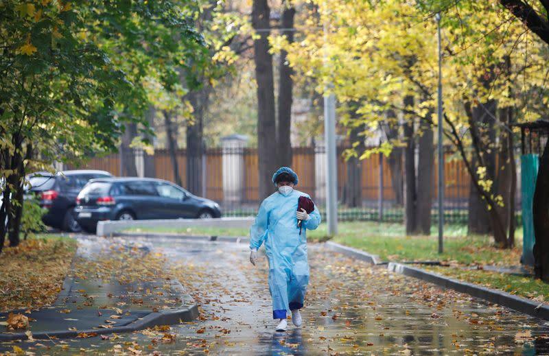 Coronavirus pummels Russia, daily cases hit new high