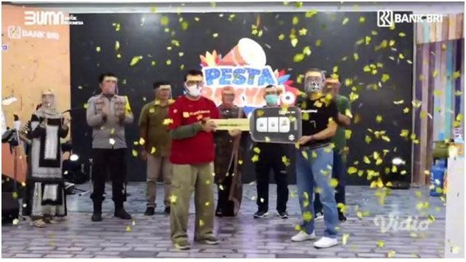 BRI Makassar Raya membagikan 94 hadiah yang terdiri dari 88 Televisi LED, 5 unit motor dan 1 unit mobil Suzuki Ertiga. Hadiah mobil diterima oleh nasabah Simpedes dari Unit Pannampu Makassar.