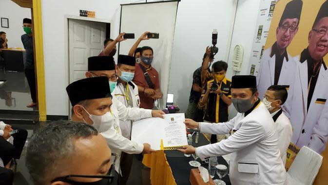 Daftar ke KPU Medan, Akhyar-Salman Naik Sepeda