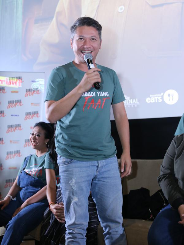 Gading Marten berperan menjadi laki-laki bernama Taat di Guru-Guru Gokil (Daniel Kampua/Fimela.com)