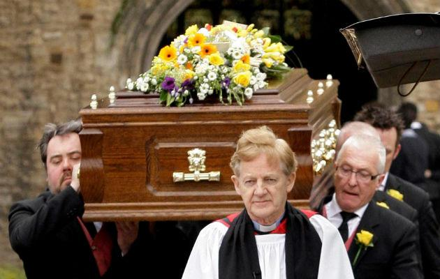 Daniel Radcliffe sobs as Richard Griffiths is laid to rest