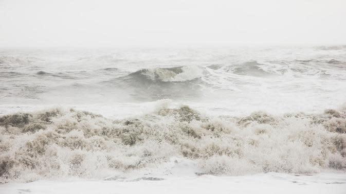 Ilustrasi badai dalam hidup. (Photo by Ruslan Valeev on Unsplash)