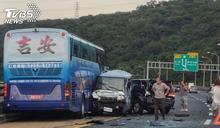 快訊/連環撞!國一遊覽車追撞4車 8人輕傷送醫