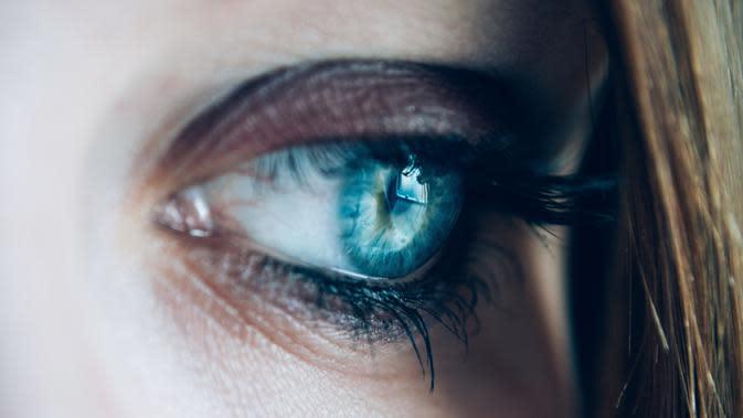 Pengalaman perempuan yang satu ini, bisa dijadikan bahan perenungan buat kamu yang ingin extension bulu mata. (Ilustrasi: Pexels.com/Lisa Fotios)