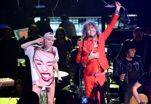 Watch Flaming Lips, Miley Cyrus Get Pelted With Bras Onstage