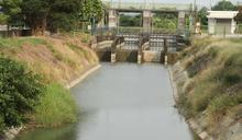 台南烏山頭水庫附近灌溉水渠 (圖)
