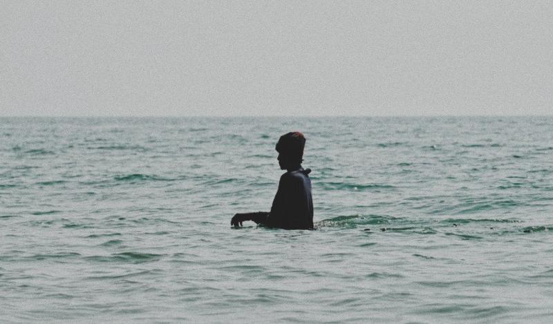 Pantai Bondo dikenal sebagai pantai yang sangat dangkal, sehingga aman digunakan untuk berenang - foto : www.instagram.com/thisiswulanjarii
