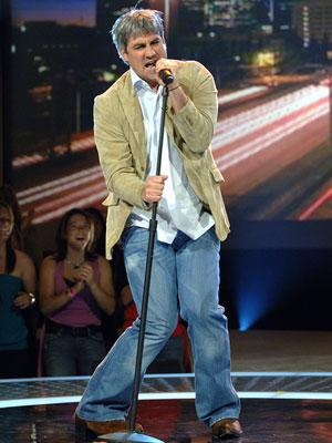 Taylor Hicks performs on March 8 FOX's American Idol