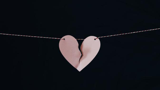 Ilustrasi putus cinta. (dok. Unsplash.com/Kelly Sikkema @kellysikkema)