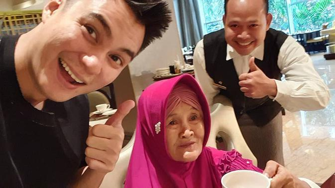 Kedekatan Baim Wong dan nenek Iro, bak keluarga kandung. (Sumber: Instagram/@baimwong)
