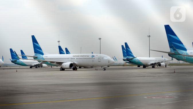 Sejumlah pesawat parkir menunggu giliran terbang di Bandara Soekarnio Hatta, Tangerang, Banten, Rabu (29/7/2020). Aktivitas penerbangan di Banadara Soekarno Hatta dalam satu hari 350 sampai 400 penerbangan saat pandemi Covid-19. (merdeka.com/Dwi Narwoko)