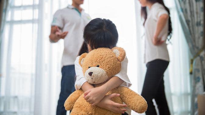Anak Sering Melihat Orang Tua Bertengkar (Anekoho/Shutterstock)