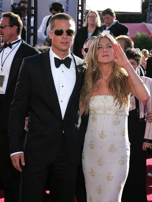 Potret kebersamaan Brad Pitt dengan Jennifer Aniston. (AFP/CARLO ALLEGRI)
