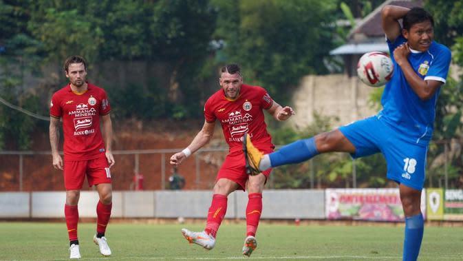 Persija Jakarta dipaksa menelan kekalahan 0-1 dari Bhayangkara FC pada laga uji coba yang digelar di lapangan PSSN, Depok, Rabu (23/9/2020). (dok. Persija Jakarta)