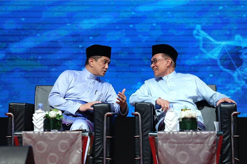 Datuk Seri Azmin Ali (left) chats with Datuk Seri Anwar Ibrahim during KBN2018 at the Kuala Lumpur Convention Centre. — Picture by Yusof Mat Isa