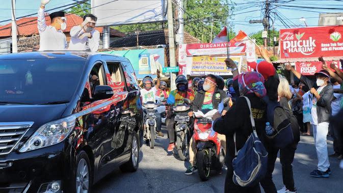 Antusiasme Warga Iringi Machfud-Mujiaman Daftar ke KPU Surabaya