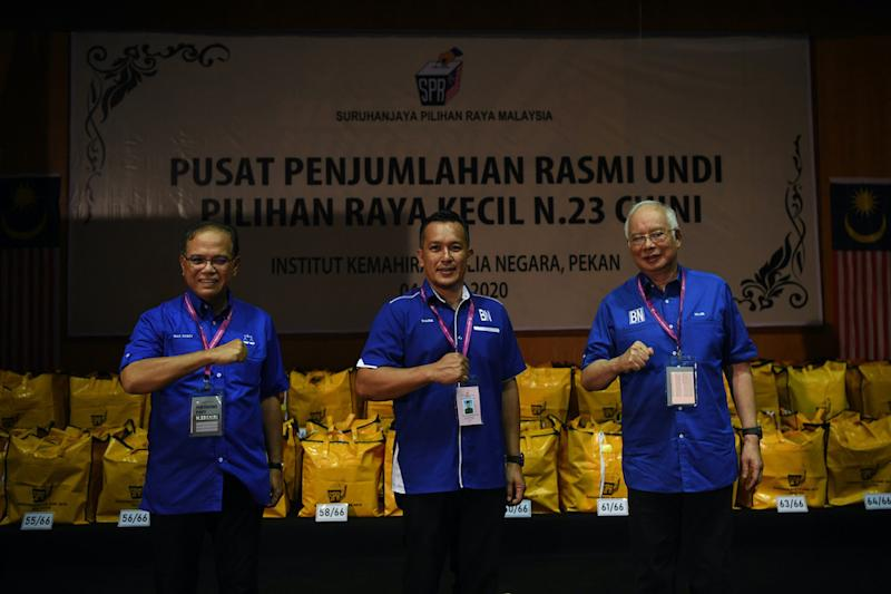 Barisan Nasional candidate Mohd Sharim Md Zain with Pahang Mentri Besar Datuk Seri Wan Rosdy Wan Ismail and Pekan MP Datuk Seri Najib Tun Razak after winning the Chini state by-election, July 4, 2020. — Bernama pic