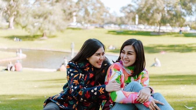 Nisya Ahmad dan Syahnaz Sadiqah (Sumber: Instagram/nissyaa)