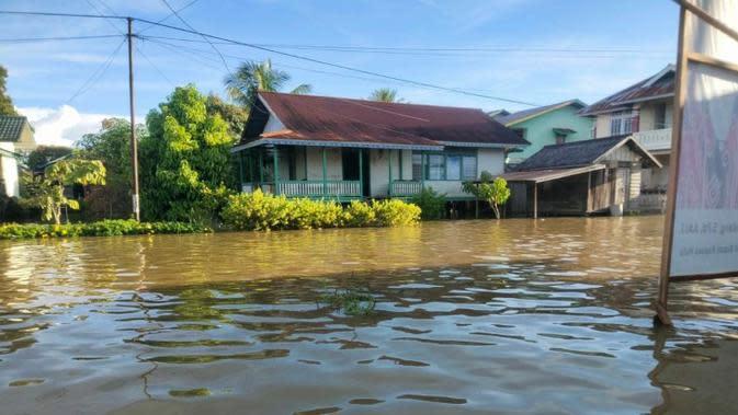 Menurut laporan Pusdalops BNPB pukul 20.00 WIB, banjir melanda 4 desa di Kabupaten Kapuas Hulu Kalimantan Barat, Minggu (13/9/2020) dengan tinggi mata air 40-100 cm. (Badan Nasional Penanggulangan Bencana/BNPB)