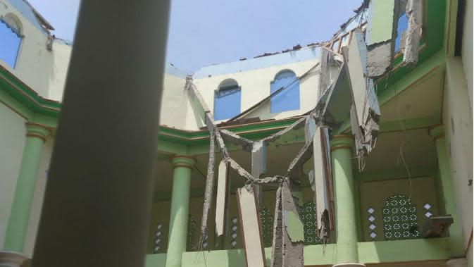 Baru 2 Pekan Diresmikan, Atap dan Kubah Masjid di Rembang Runtuh