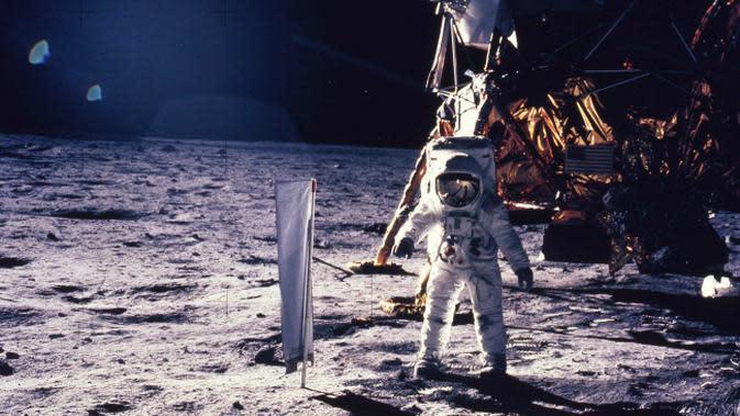 Neil Armstrong menjadi manusia pertama yang menginjakkan kaki di bulan pada 20 Juli 1969. (Sumber NASA)