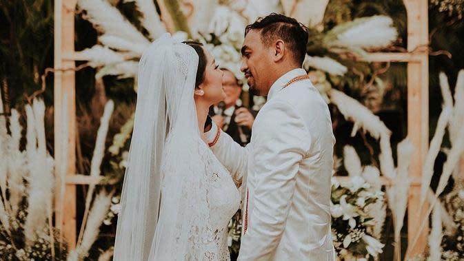 Glenn Fredly dan Mutia Ayu menikah pada 19 Agustus 2019 lalu. Keduanya telah dikaruniai buah hati yang bernama Gewa Atlana Syamayim Latuihamallo. Namun kini, nama Glenn tinggal menjadi kenangan indah untuk Mutia dan Gewa. (Instagram/mutia_ayuu)