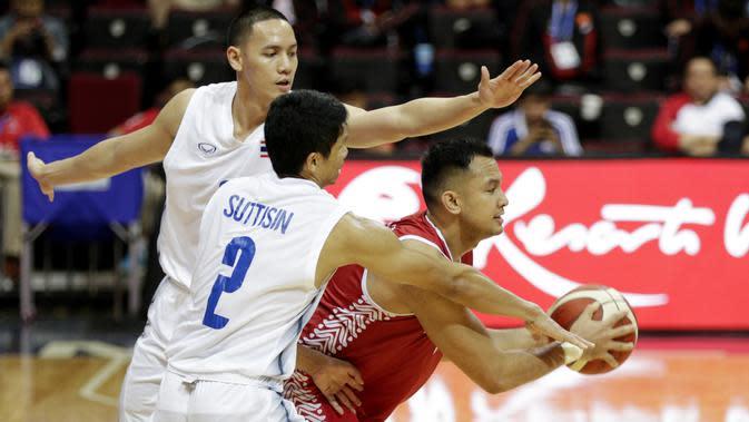 Pebasket Indonesia, Kaleb Ramot, saat melawan Thailand pada SEA Games 2019 di Mall Of Asia Arena, Manila, Filipina, Rabu (4/12). Indonesia kalah 76-98 dari Thailand. (Bola.com/M Iqbal Ichsan)