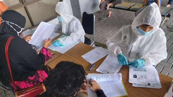 Ratusan Santri di Bekasi Jalani Rapid Test Massal