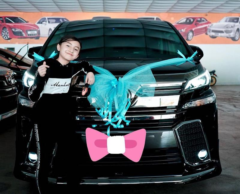 Singing sensation Alyssa Dezek poses with her new luxury MPV which costs more than RM250,000. — Picture from Instagram/Alyssa Dezek