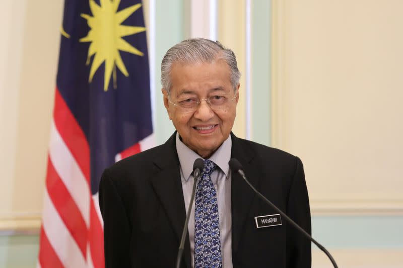 Malaysia's Mahathir backs new candidate for prime minister