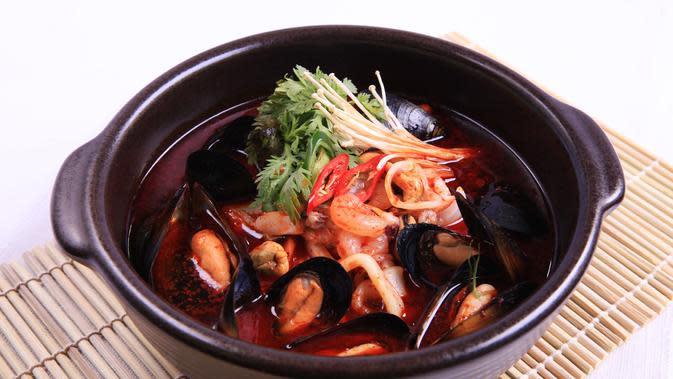 ilustrasi kuliner Korea, jjampong/Image by withplex from Pixabay
