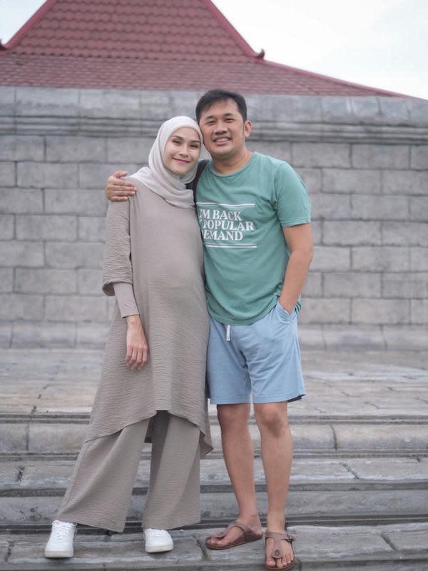 Zaskia Adya Mecca dan Hanung Bramantyo. (Foto: Instagram @zaskiaadyamecca)